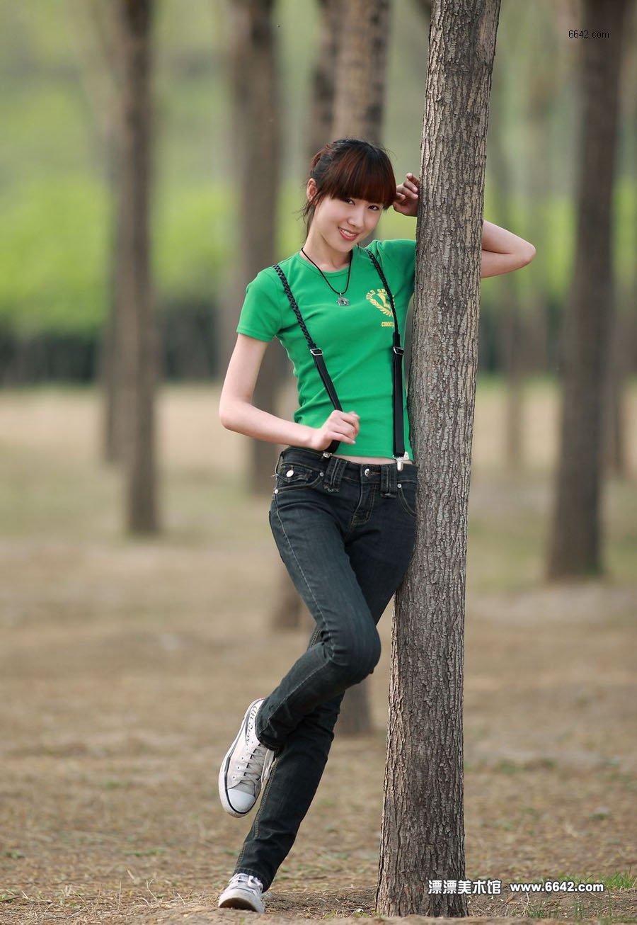 身材高挑的绿衣美女