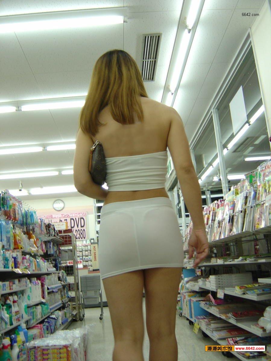 美女逛超市